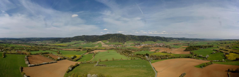 """""""Fränkische Linie""""; Radspitze (Mitte), Seibelsdorf (Mitte-Rechts), Landschaftsschutzgebiet """"Melm"""" (Links)"""